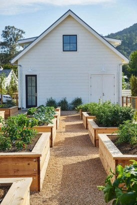 Easy to make diy raised garden beds ideas 13