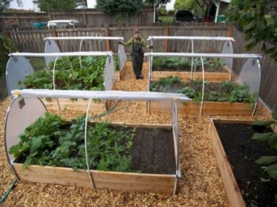 Easy to make diy raised garden beds ideas 14