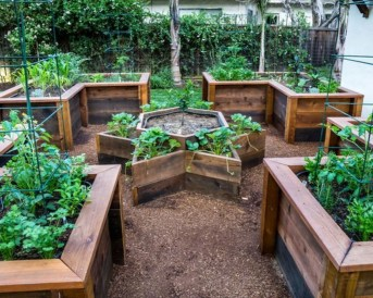 Easy to make diy raised garden beds ideas 17