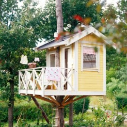 Fabulous backyard playhouse to delight your kids 03