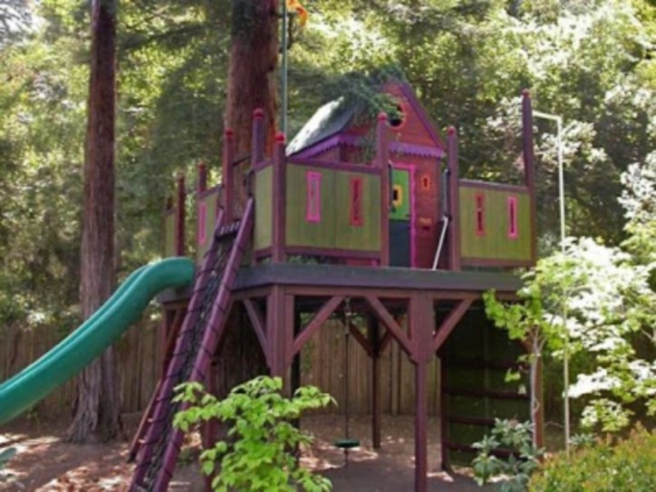 Fabulous backyard playhouse to delight your kids 12