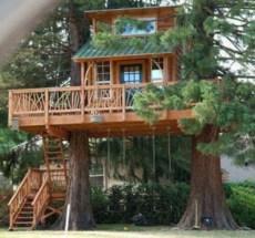 Fabulous backyard playhouse to delight your kids 17