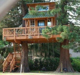 Fabulous backyard playhouse to delight your kids 17