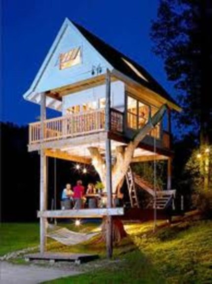 Fabulous backyard playhouse to delight your kids 36