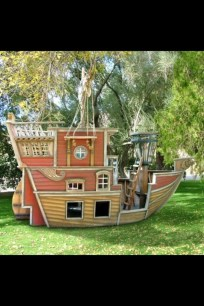 Fabulous backyard playhouse to delight your kids 42