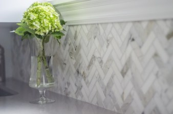 Adorable marble herringbone backsplash detail 05