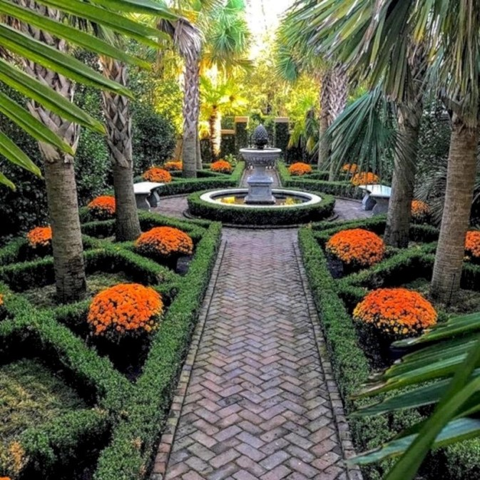 Beautiful courtyard garden design ideas 18