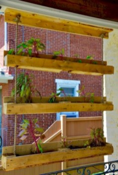 Best diy projects with pallet for your garden 35