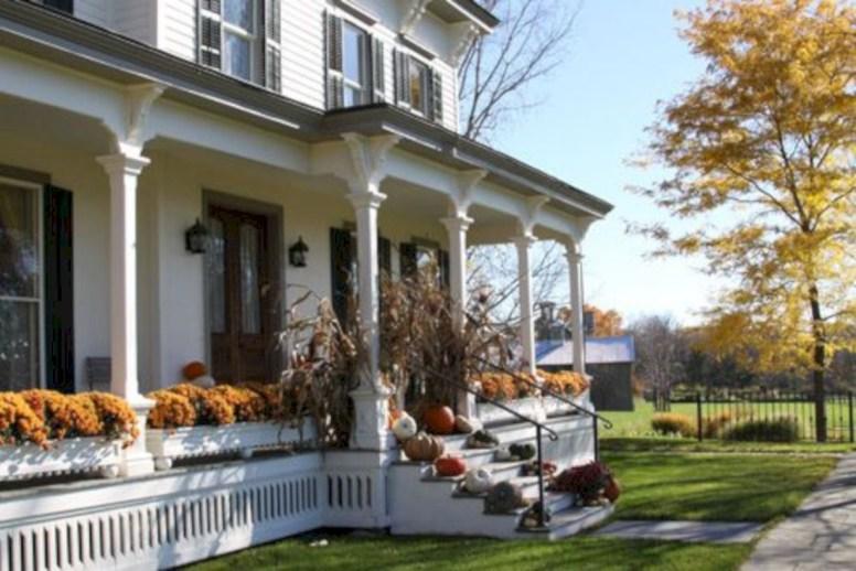 Awesome farmhouse fall decor porches 41