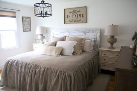 Best modern farmhouse bedroom decor ideas 07