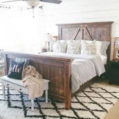 Best modern farmhouse bedroom decor ideas 27