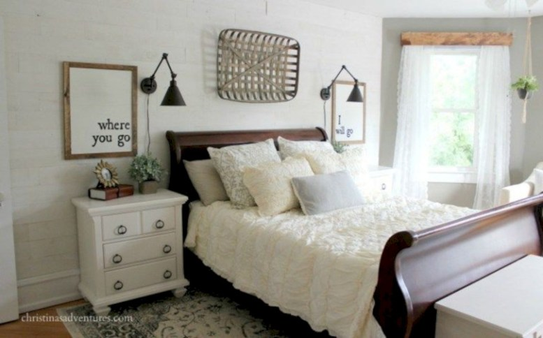 Best modern farmhouse bedroom decor ideas 29