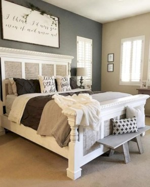Best modern farmhouse bedroom decor ideas 37