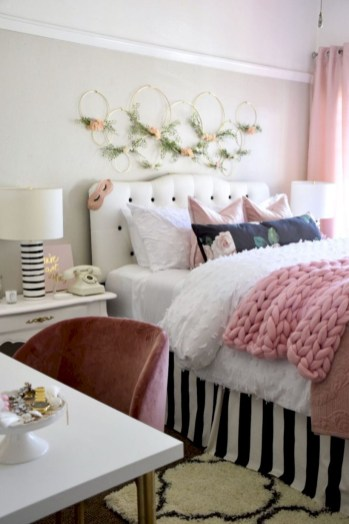 Creative bedroom decoration ideas for a new spring looks 04