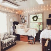 Elegant dorm room decorating ideas 37