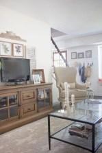 Incredible european farmhouse living room design ideas 20