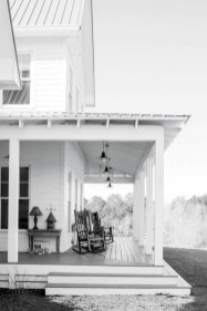 Rustic farmhouse front porch decorating ideas 10