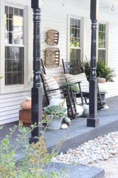 Rustic farmhouse front porch decorating ideas 15