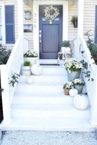 Rustic farmhouse front porch decorating ideas 27