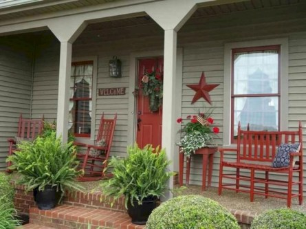 Rustic farmhouse front porch decorating ideas 33