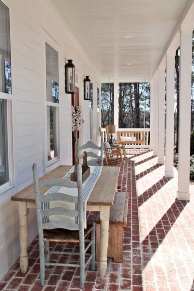 Rustic farmhouse front porch decorating ideas 35
