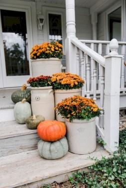 Rustic farmhouse front porch decorating ideas 42
