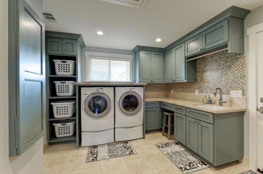 Beautiful and functional laundry room design ideas to try 23