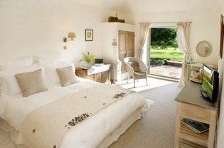 Fascinating bedroom ideas with beautiful decorating concepts 26