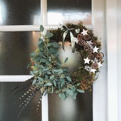 On a budget diy christmas wreath to deck out your door 08
