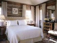 Awesome rustic bedroom furniture ideas to get the farmhouse charm 09