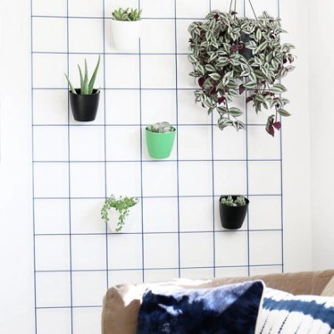 Best diy decor ideas for your home using wire wall grid 23