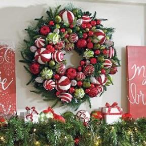Diy christmas wreath ideas to decorate your holiday season 11