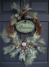 Diy christmas wreath ideas to decorate your holiday season 13