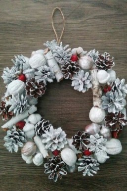 Diy christmas wreath ideas to decorate your holiday season 18