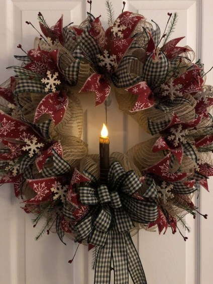 Diy christmas wreath ideas to decorate your holiday season 22