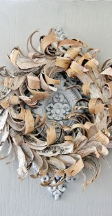 Diy christmas wreath ideas to decorate your holiday season 26