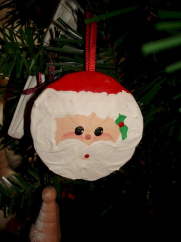 Diy holiday projects using dollar store ornaments 14
