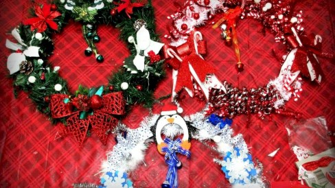 Diy holiday projects using dollar store ornaments 47