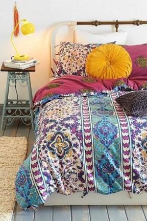 Enthralling bohemian style home decor ideas to inspire you 53