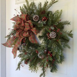 On a budget diy christmas wreath to deck out your door 03