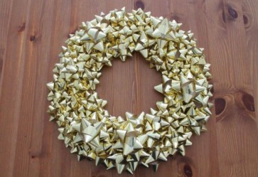 On a budget diy christmas wreath to deck out your door 17