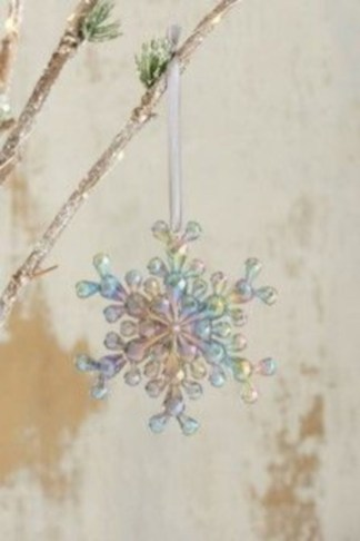 Ways to decorate your home with snowflakes and baubles 25