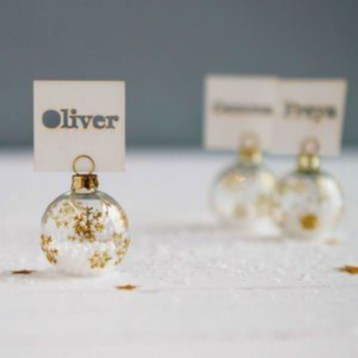 Ways to decorate your home with snowflakes and baubles 41