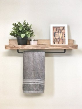Hanging bathroom storage ideas to maximize your small bathroom space 37