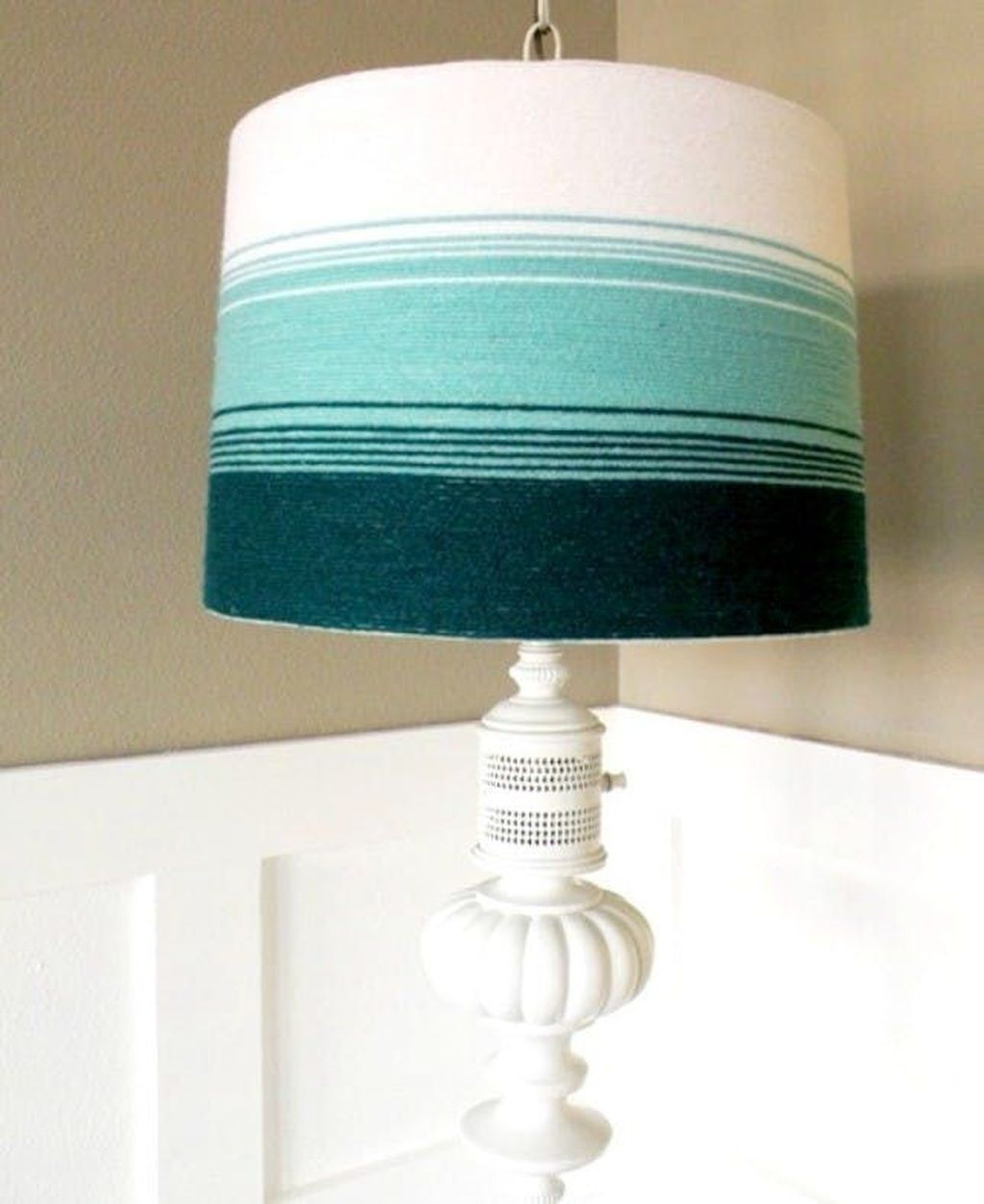 Lampshade with different color of yarn Extra Appealing DIY Lampshades To Brighten Up Your Room Every Day