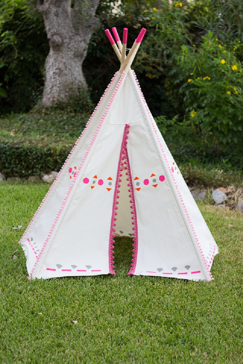 Pom pom teepee DIY Wild Teepee Ideas That You And Your Kids Feel So Funny To Stay