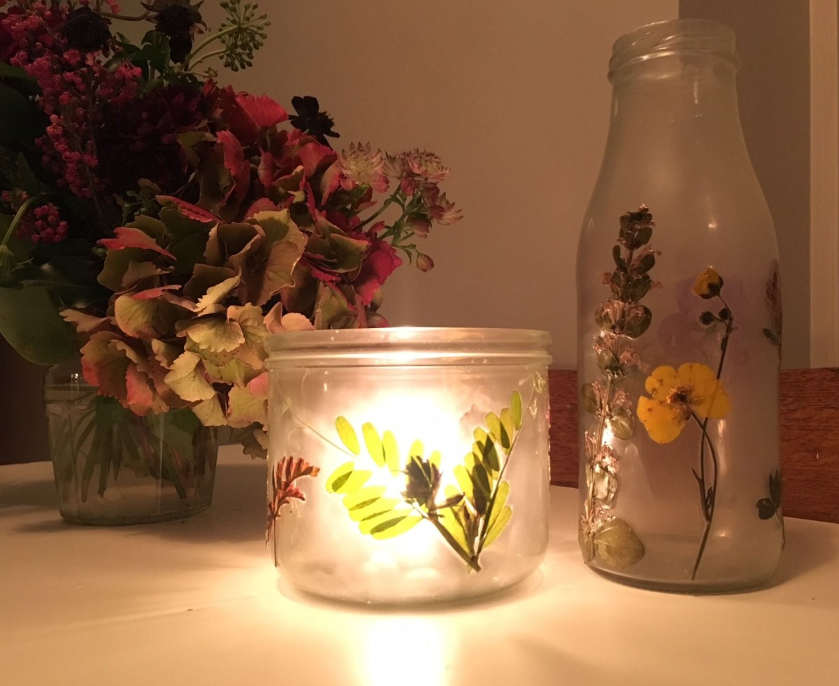 Pressed flower glass vase Charming DIY Pressed Flower Art Projects You Can Do In All Seasons