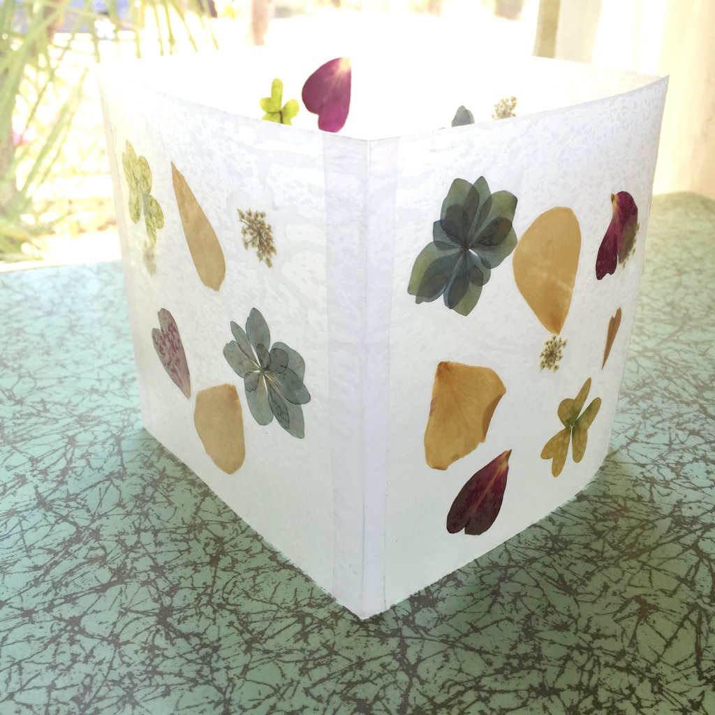 Pressed flower luminaries Charming DIY Pressed Flower Art Projects You Can Do In All Seasons