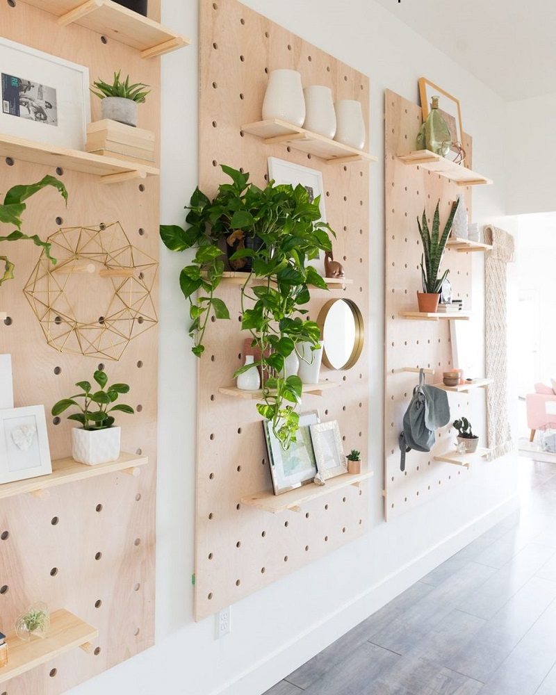 Storage without shelves