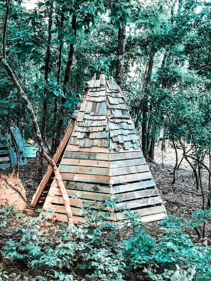 Wooden teepee DIY Wild Teepee Ideas That You And Your Kids Feel So Funny To Stay